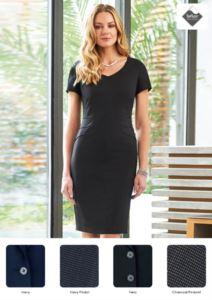 Elegantes Kleid aus Polyester- und Viskosegewebe mit schmutzabweisender Behandlung.