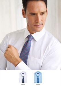 Polyester  und Baumwollhemd mit leichtem Eisengewebe, schlankes Modell. Einzelmanschette für Manschettenknoepfe.