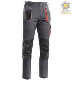 Mehrtaschenhose mit kontrastierender orangefarbener Paspel, Kniepolsterhalterung, verstaerkte Naehte. Graue Farbe